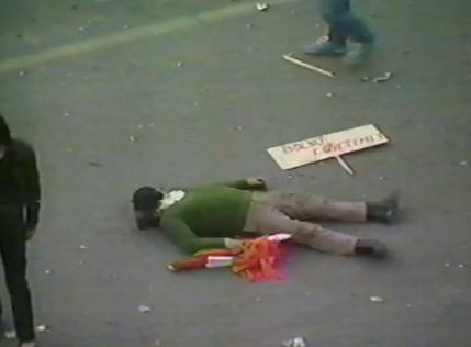 """Romanul Mihai Cofar, maltratat si batjocorit sadic la Targu Mures, in martie 1990, aproape ucis de extremistii unguri dar prezentat de televiziunile straine si de Smaranda Enache drept un """"maghiar victima a pogromului romanesc"""""""