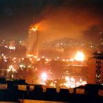 TARGET: Trecem pe langa moarte. NATO bombardeaza statul major. La Radio 21 se fura transmisia cu bombardamentele in direct. George Roncea dat afara de Rosca pentru partizanat cu drama sarbilor. Amintiri cu Miscarea Pentru Romania