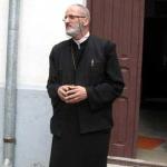Părintele Prof Mihai Valică: Alături de un confrate în Hristos. Părintele Nicolae State – Burluşi, aflat in greva foamei, a fost evacuat cu jandarmii din biroul de la Arhiepiscopie