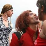 Banii de pampersi ajung la homosexuali? Majoritatea romanilor se opune paradei exhibitioniste a homosexualilor. Va mai aloca Primaria un dispozitiv masiv de jandarmi, in ciuda crizei nationale? Alianta Familiilor protesteaza
