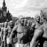 "Armata lui ""Davai ceas, davai palton"" a marsaluit prin Piata Rosie. VIDEO cu cele 100 de minute de parada. FOTO: Cristian Preda si Vladimir Tismaneanu sur-prinsi, si ei, la Moscova!"