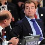 Corneliu Vlad: Summitul NATO, bun pentru toţi. FOTO: De la coarnele lui Obama la ochii bulbucati ai lui Medvedev cand aude de Transnistria de la Basescu