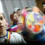 Colindul lui Radu Gyr cantat de copiii de la Petru Voda. VIDEO