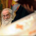 Anul nou la Petru Voda. Moliftele Sfantului Vasile citite de Parintele Justin, slujba de la Manastirea Paltin – Petru Voda si previziunile Parintelui pentru noul an, 2011. FOTO/VIDEO