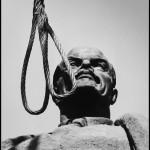 """3 martie. Ziua lui Mircea Vulcanescu, ziua demolarii lui Lenin. Fotografii exclusive de Dinu Lazar. """"Soarta neamului nostru"""""""