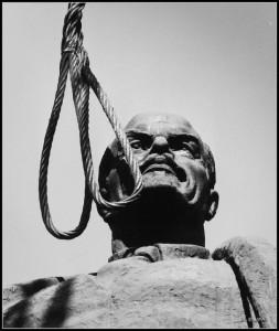 1 Lenin in Bucharest 3 martie 1990 Foto Dinu Lazar