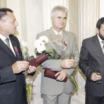 Administratia Prezidentiala a Romaniei: Ceremonia de Decorare a eroilor basarabeni Alexandru Lesco, Tudor Popa, Andrei Ivantoc. Video-Remember Iulie 2007