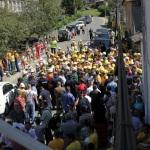 Pro si contra la Rosia Montana in timpul vizitei lui Basescu. FOTO-REPORTAJ