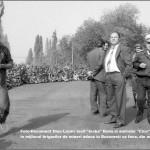 """Foto-Document Dinu Lazar: """"Hipopotamul transpirat"""" al lui Eugen Mihaescu in mijlocul minerilor, alaturi de amiralul """"Cico"""" Dumitrescu si de fotograful Pascal Ilie Virgil cu mana la cap"""