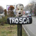 Grupul artistilor (anti)teroristi i-a ridicat azi un monument lui Gheorghe Trosca pe locul crimei KGB. Domnilor Iliescu si Basescu, capul lui Trosca va priveste in ochi: a fost sau nu a fost erou-martir?