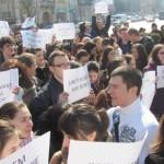 Ungureanu a dat ungurilor ce-au vrut. Hotararea de Guvern privind separarea pe criterii etnice a UMF va fi contestata in Instanta. Liga Studentilor din Targu Mures are cuvantul: Ce inseamna sectie in limba maghiara. Proteste si Hotararea. DOC
