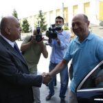 """Peter Imre, """"carnatarul"""" de la Adevarul care-si marcheaza teritoriul imprejurul SIE, i-a sarit in cale lui Traian Basescu"""