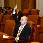 """EXCLUSIV. """"PDL mustea de lasitate!"""" – Senatorul Iulian Urban, la sfarsit de mandat, paraseste, scarbit, politica. Un interviu din care nu lipsesc adevarurile despre acuzele de discriminare venite din partea tiganilor, homosexualilor si viermilor cu chip uman ca Mircea Toma"""