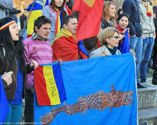 Piata Universitatii Romania pentru Sabina Elena si Romanii din Covasna si Harghita Martie 2013 Atitudini Lupul Dacic