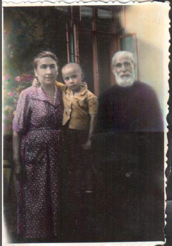 Vlad Ion Papu fiul lui Edgar Papu alaturi de bunicul sau via Ziaristi Online