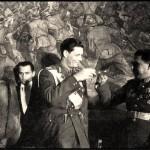 """Nazdarovya!"" cu Regina Mamă, Regele Mihai I si generalul Ivan Zaharovici Susaikov. FOTO NO COMMENT"