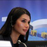 A început Războiul celor doua Elene. Elena Băsescu se ridică la luptă contra Elenei Udrea. După ce şi-a umplut curtea lui şi a României de cai şi măgari troieni, Traian Băsescu trebuie sa aleagă: Victorie à la Priam sau à la Pirus?