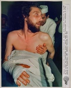 Marian Munteanu pe patul de spital de unde a fost arestat in iunie 1990. Foto aici si sus: Emanuel Parvu