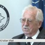 Generalul Iulian Vlad sparge, din nou, tăcerea. VIDEO şi revista presei despre conferinţa de la Târgu Jiu
