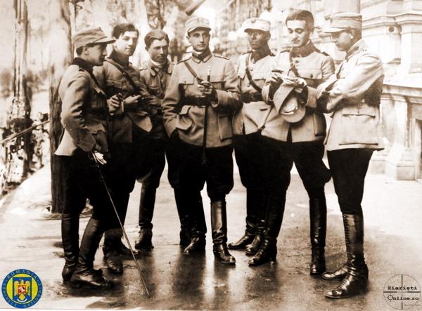 7 Ofiterii Div 1-8 Obuziere - Armata Romana la Budapesta 1919 - Foto Roncea Ro - Ziaristi Online - Arhivele Nationale