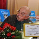 Veteranul bucovinean Vasile Ilica, decorat de ziua lui, la 90 de ani, de Ministerul Apărării Naţionale, cu Emblema de Onoare a Armatei României, în aur